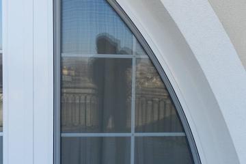 Moskitiera-okienna-łukowa